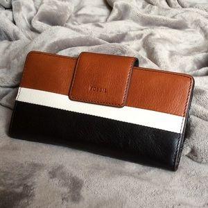 NWT Fossil EMMA Tab Clutch RFID Leather Wallet